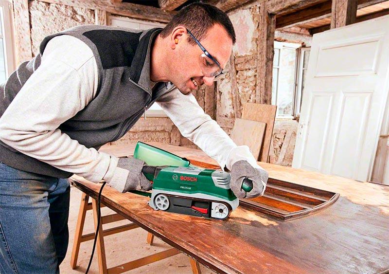 lijadora de banda lijando madera